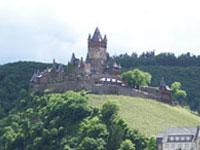 Die Reichsburg Cochem können Sie auf Ihrer Weinreise mit einer Wanderung oder Radtour verbinden.